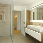 Sehr schön gestaltet - wie das ganze Haus - das Badezimmer im Obergeschoss