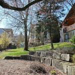 Vielfältig nutzbarer Garten auf der Südseite des Hauses