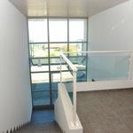 Treppenaufgang und Vorplatz zum ausserhalb der Wohnung gelegen Zimmer/Studio mit Nasszelle
