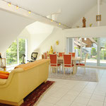 Monumental: 63 m2 grosser Bereich Wohnen/Essen/Küche mit bis zu ca. 4.5 m (!) Raumhöhe