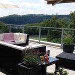Auf der über 70 m2 grossen Traum-Terrasse: Blick Richtung Südwesten, Richtung Baden