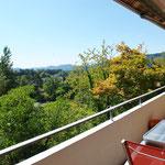 Vor dem Wohn-/Essbereich der unteren Wohnung gelegen: Balkon mit traumhafter, unverbaubarer Aussicht