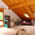 Grosszügigkeit im Dachgeschoss (und dies mit herrlichem Ausblick zum Waldrand).