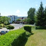 Herrliche, unverbaubare Aussicht vom grossen Balkon sowie auch aus Wohnbereich und Zimmern
