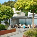 «Grüne Lunge» und Outdoor-Paradies: Gut 110 m2 grosse Terrasse im Erdgeschoss