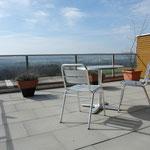 …Zugang zur herrlich gelegenen Terrasse mit absolut unverbaubarer Fernsicht