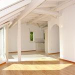 Wohn-/Essbereich der Dachwohnung