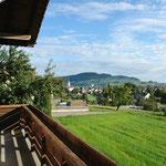 Auf dem Balkon: Blick entlang der Ost-Fassade: Hier Richtung Nordosten und…