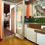 Küche, mit direktem Zugang zum Cheminée-Raum und zur Sonnen-Terrasse