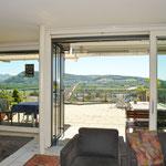 Was für ein Panorama-Ausblick: Sicht aus dem Wohn-/Essbereich