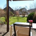 …Ausgang zum sehr schön gelegenen, überdeckten Gartensitzplatz
