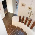 Blick hinunter Treppe OG-DG