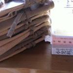 近所のカフェで販売するふんどし。麻と木綿と二種類。たくさんふんどしを縫いました