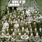 Lehrlinge vor der Lehrwerkstatt   1951