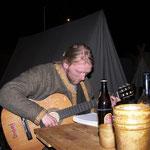 5. Wikinger- und Mittelalterspektakel 2011 in Berlin - Jake an der Gitarre