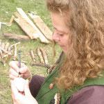 5. Wikinger- und Mittelalterspektakel 2011 in Berlin - Manuela beim Eierbemalen