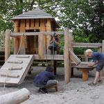Sandspielpodest mit Hütte