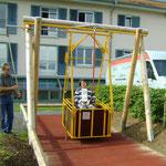 Rollstuhlfahrer-Schaukel für betreute Einrichtungen Art.-Nr. 12 2927 DL
