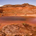 Der große Geysir ist still. Aber die Landschaft, in die er liegt, ist auch im April wunderschön.