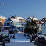 Blick in die engen Straßen von Kirkenes.