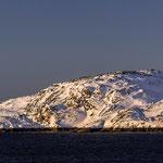 Die nordnorwegische Küste im letzten Sonnenlicht.