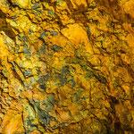Wundervolle farbige Gesteinswände sind zu sehen.