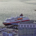 Ålesund - die MS Nordlys liegt am Kai.
