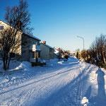 Tief verschneit ist Kirkenes.