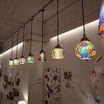 ラップスのモザイクガラスランプは光り方が美しい
