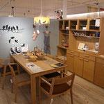 ナラ材のカップボード(iecoオリジナル)と国産のテーブル