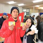 H29/4/8抽選会にてティッシュを5個もゲットした村松様ご夫婦!