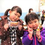 H30/2/24釣り堀コーナーにて!お菓子ゲットのあやみちゃんとゆみちゃん!