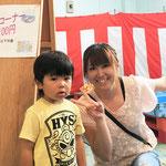 H28/6/25釣り堀100円コーナーでお菓子をゲット!!の渋谷様親子!