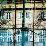 Spiegelung eines Gebäudes in einem verglasten Gebäude Nahe Königsplatz