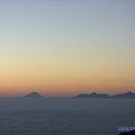 燕山荘から 日の出前の富士山