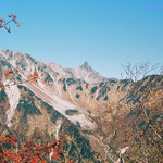 晩秋の槍ヶ岳 パノラマコース屏風岩・鞍部から