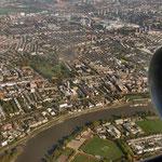 Mitte oben: Loftus Road/Kiyan Prince Foundation Stadium der Queens Park Rangers