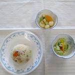 みんなで作ったピラフ、一塩野菜、白玉入りフルーツポンチ