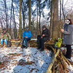 """Kleines Picknick auf dem """"Baumsofa"""", das wir dem Waldkindergarten zu verdanken haben :)"""