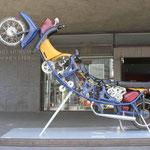"""kinetische Workshop-Skulptur """"rising mopeds"""" für das historische Landesmuseum Hannover, 2009"""