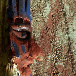 Totempfahl aus Holz am Wohnheim für Schmiedeschüler, Göppingen, 2005