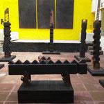 """Titulo: De la Serie """"Escalera al Cielo""""Técnica: Escultura, madera, pino calcinado y restaurado y placa de metal oxidada. Medida Altura Total: 190 cm -Escultura: 36 x 4cm -Base: 152 x 53 cm  Año: 2015"""