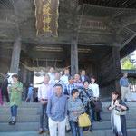 阿蘇神社で集合写真。滋賀蒲生野クラブと名古屋クラブの方と一緒です。