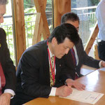 DBC締結書にサイン。