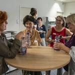 Heidi Bolliger (zweite von rechts), ehemalige FAU-Mitarbeitende im Austausch