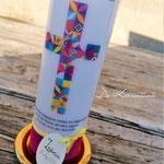 Nr. 19 - Kommunionskerze 25x8cm, buntes Kreuz