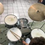 Der Luxus eines eigenen Proberaums. Am Schlagzeug seit dem 10ten Lebensjahr.