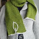 dazu passender Schal mit Blatt-Deko