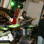 Bass und Schlagzeug.....ui ui ui