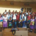 Aidswaisen erhalten Geschenke vom Verein